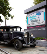 1920 Buick pulling into entrance of museum